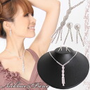 Make the neck look slender in a lengthwise silhouette for a long time; necklace & pierced earrings or earrings