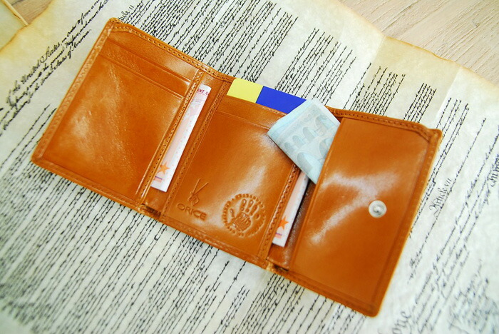 Three Ollie Che leather fold wallet