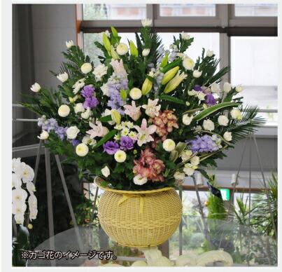 葬儀用のだるまかご。関東地域の葬儀で使われる場合があります。地域によりかご等の形が異なります。画像は、20000円の葬儀用アレンジメントのイメージです。