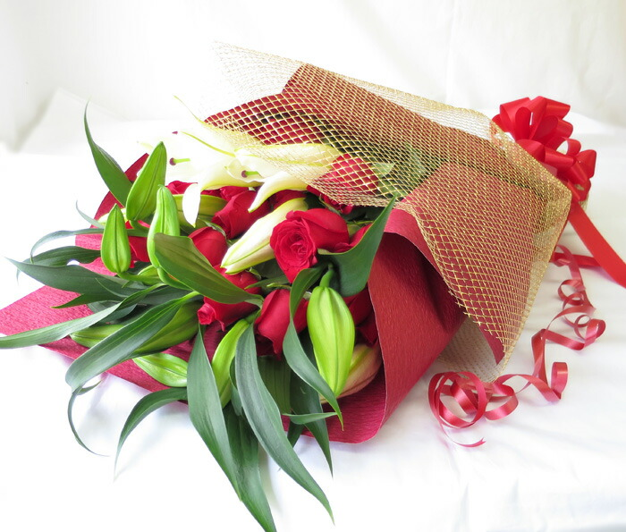 カサブランカとバラ花束