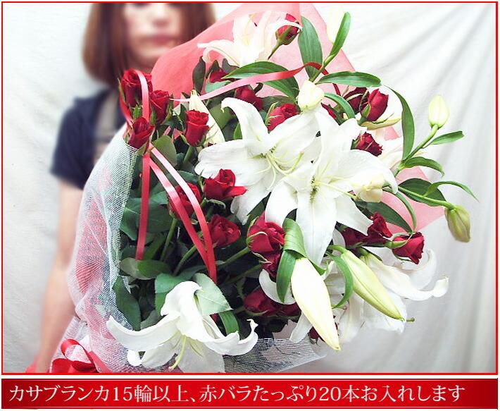 母の日にカサブランカとバラの花束を贈る