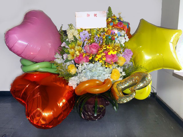 お誕生日祝い バルーンアレンジメントフラワー