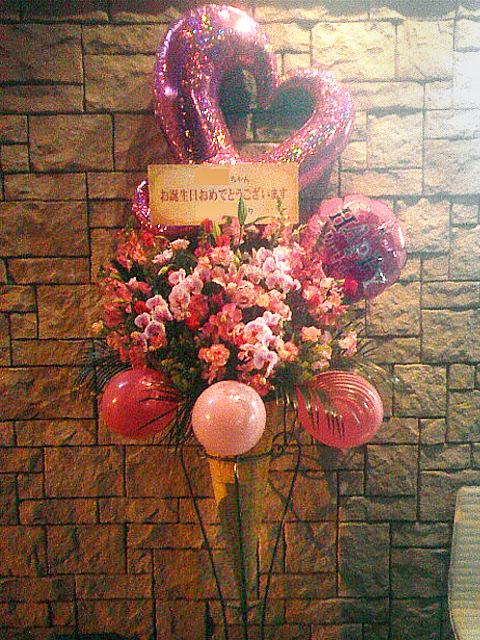 アイドルのイベントへ風船入りバルーンスタンド花