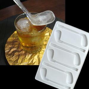 アイアン型の氷ができる ゴルフクラブ アイスマドラー 製氷皿