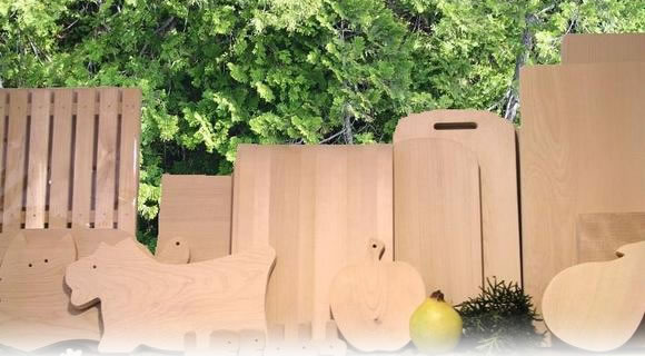 軽くて、扱いやすいクッキングボードから動物まな板、野菜ボード等、サイズもいろいろ揃えました。