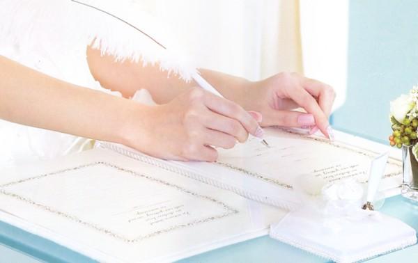 結婚式をより感動的に演出するアイテム、羽根ペン 【楽天市場】羽ペン&ペンスタンド【結婚式 ブライ