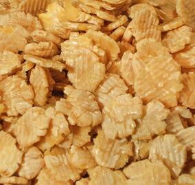 打ち豆とは、主に北陸地方の郷土食として親しまれる平たい大豆のことです。