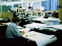 設計事務所の先生方の細かい仕様チェックやデザイン変更は一枚一枚の図面の製作が求められ、徹夜作業を余儀なくされることもあります。