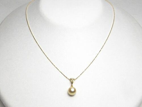 ナチュラルゴールドカラーのアコヤ真珠ペンダント(8ミリ)