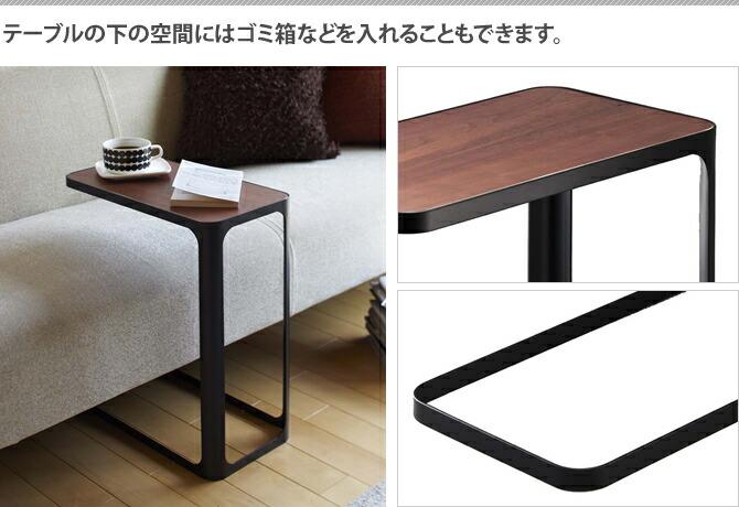 テーブルの下の空間にはゴミ箱などを入れることもできます。