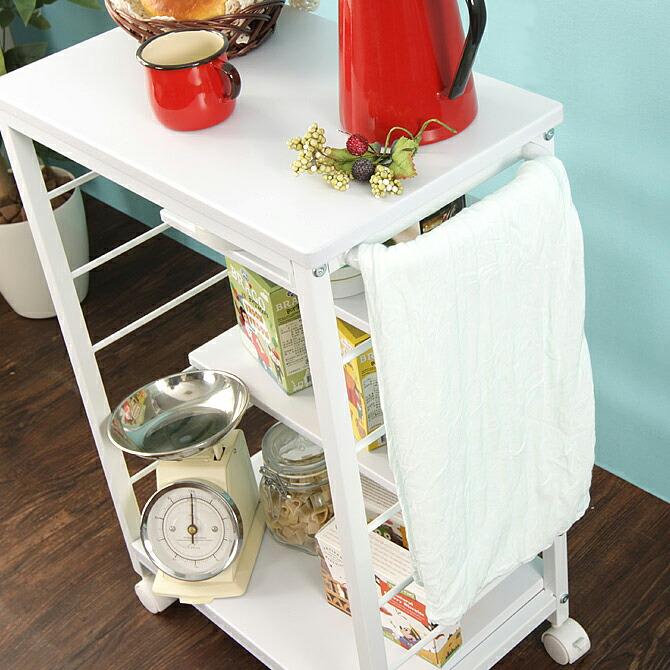 キッチンワゴン 幅53.5cmサイドには持ち手が付いており、タオルを掛けることもできます。