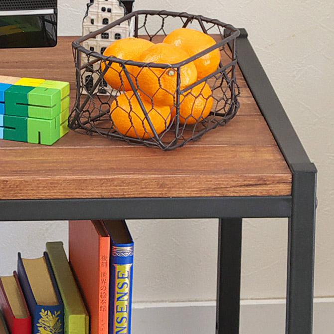 アトム リビングテーブル 板一枚の天板に比べ強度が高く、見た目にも重厚感があります