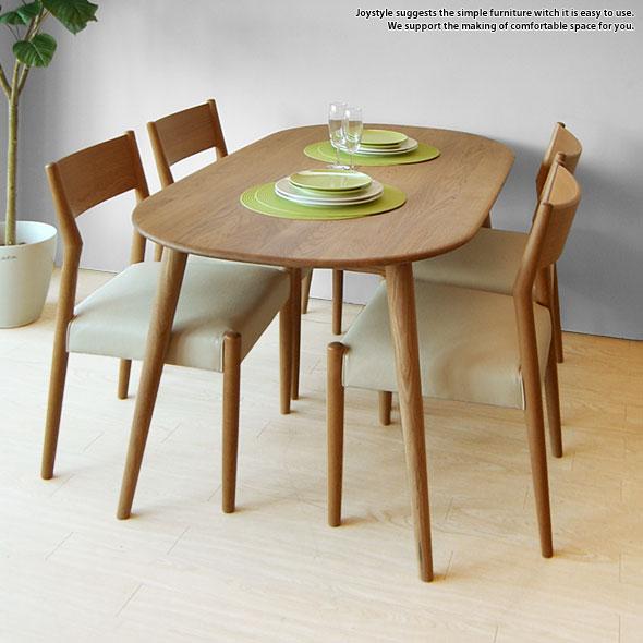 天然木を使用した丸みのあるダイニングテーブル
