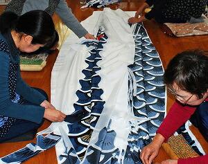 鯉のぼりの裁断工程