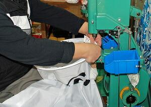 鯉のぼりの縫製工程