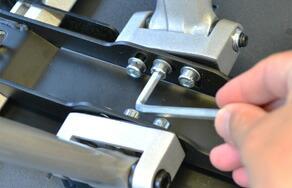 重量のあるテレビでチルト機能を頻繁にご使用いただく場合、アーム式金具もご検討ください。