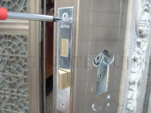 ALPHA装飾錠の取付1