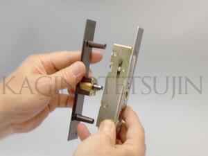 WEST万能引戸錠の交換3