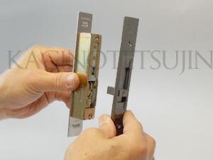 WEST万能引戸錠の室内側の交換3