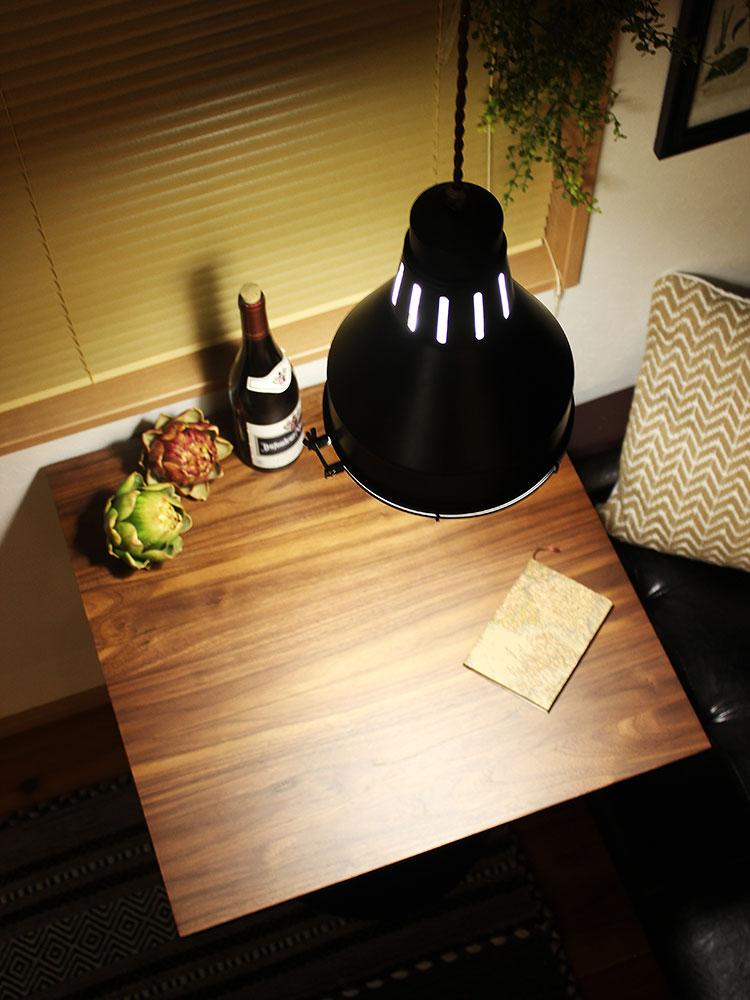 ウォールナット カフェテーブル バルディ ブラウンの天板に添えた黒のライン
