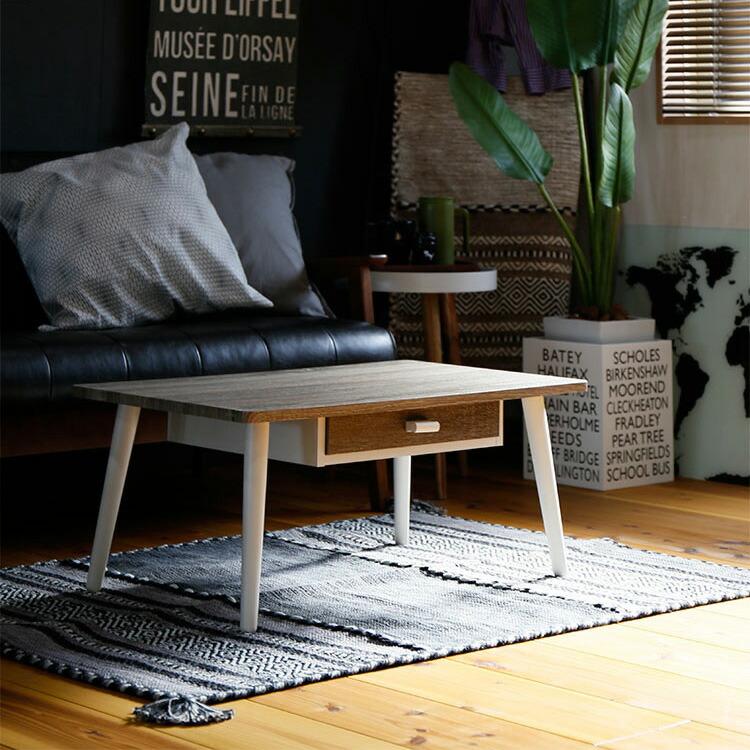 引き出し付センターテーブル「ROMA(ロマ)」の画像。天板は古材の様な風合いを醸しだす、グレーの木目調シートを施しており、白い木脚との相性ぴったり。ホワイト系でまとめたガーリーなお部屋や、シャビーシックな雰囲気にお勧めです。