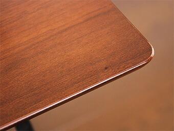 胡桃木饰面用一种奢华的感觉.它是美丽的木材清晰的特点.
