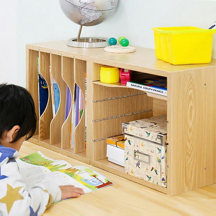 収納棚「STACKING RACK(スタッキングラック)」の画像。縦横自在スタッキングラックは2点セットでの販売です。付属の木ダボで縦・横に連結可能で、4枚の棚板はスライド式で簡単に取外すことができる為、収納するものの大きさに合わせて高さを調節することが出来ます。