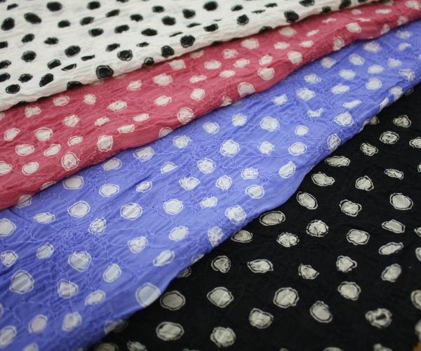 ポリエステル100% 花柄の刺繍レースにランダム・ドット プリント♪シフォンジョーゼット♪アパレルブランドの製品使用日本製高級生地 布 生地 布地 服地 通販  ポリエステル 10cm単位 シフォン ジョーゼット ドット柄
