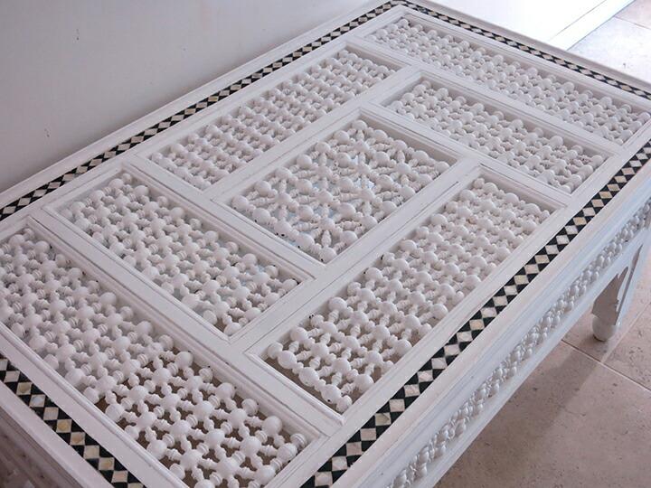 エジプトの工芸家具 ローテーブル・マシャラビア・ホワイト・エジプト製イスラミックな幾何学デザインのテーブル<象嵌イスラム芸術・美術品・工芸品・イスラム建築・エジプト>