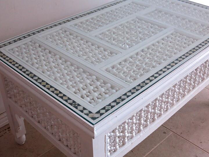 エジプトの工芸家具 ローテーブル・マシャラビア・ホワイト・Lサイズ エジプト製イスラミックな幾何学デザインのテーブル<象嵌イスラム芸術・美術品・工芸品・イスラム建築・エジプト>