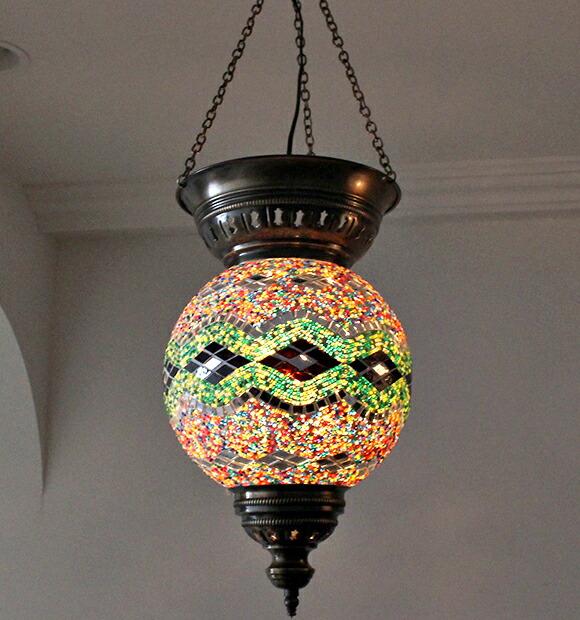 2 公斤 材料: 玻璃珠和铜 生产: 土耳其 是太阳图案印在玻璃灯 土耳其