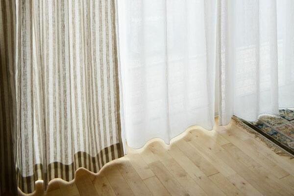 掃き出し窓のカーテンイメージ