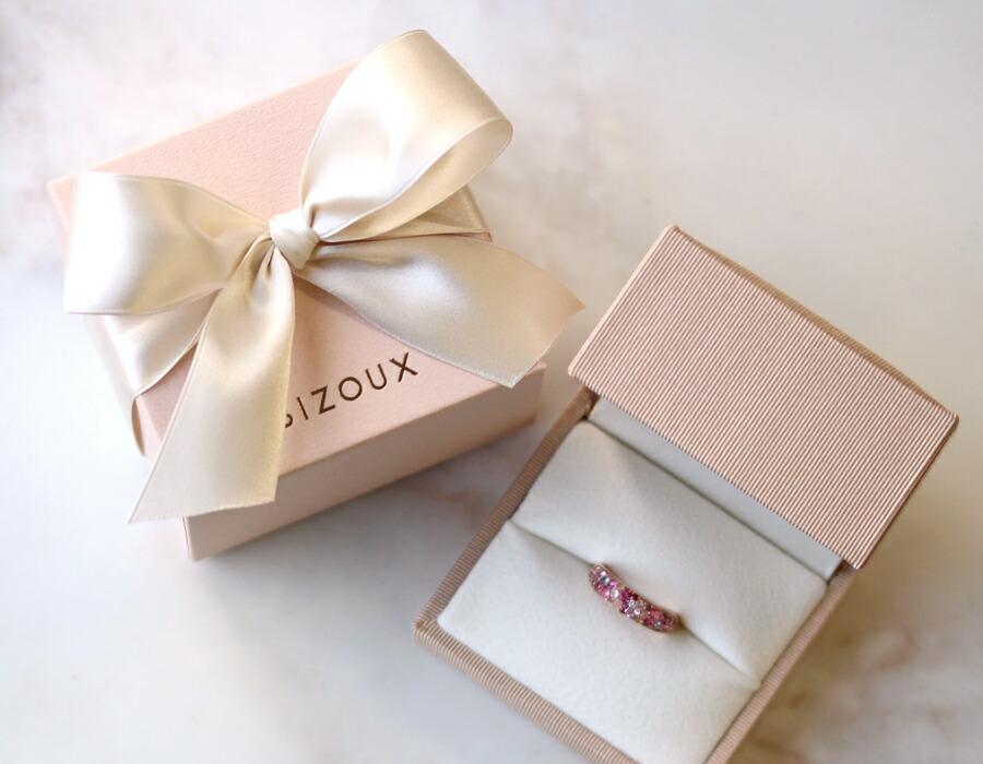 ジュエリーギフトボックスに入ったK18桜色パヴェリング(指輪)