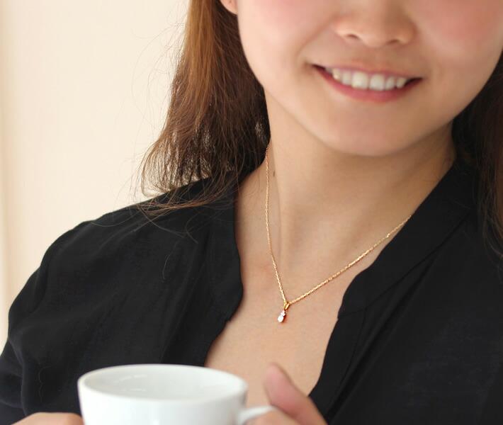 ダイヤモンドのペンダントップ「フラヴィア」の着用イメージ