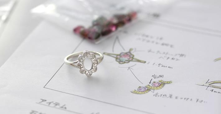 桜色マラヤガーネットオーバルカットの18金リング「フーラ」の地金の枠