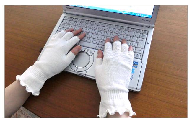 【保湿ケア&UVカット】シルク指先フリー手袋 /パソコンや携帯をいじりやすいUVカット率85%以上のてぶくろです。