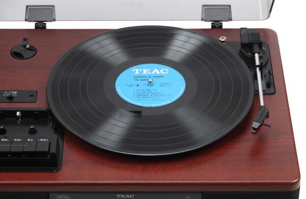 ターンテーブル部は、33回転(LP盤)、45回転(EP盤)、78回転(SP盤)に対応。 オートリターンで自動で針が戻ります。