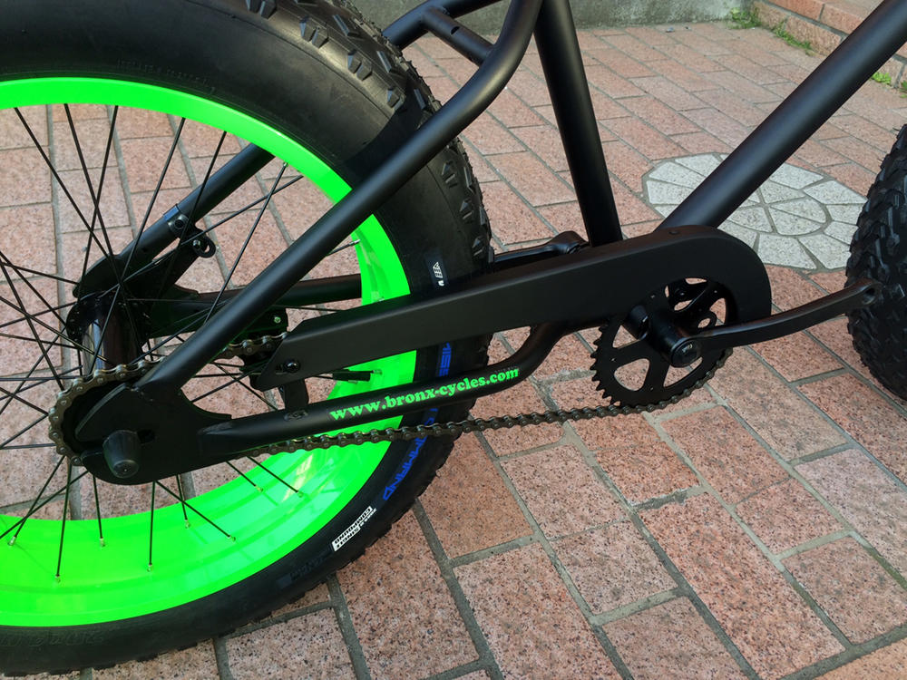 "【MODEL】""BRONX 20nch FAT-BIKES""""湘南鵠沼海岸発信""20inchファットバイク《RAINBOW BRONX 20inchFAT-BIKES》COLOR:マットブラック×ライムグリーンリム自転車 ファットバイク メンズ レディース 20インチ レインボー BRONX 【ファットバイクに20インチ登場!!】 迫力満点、注目度NO1♪"