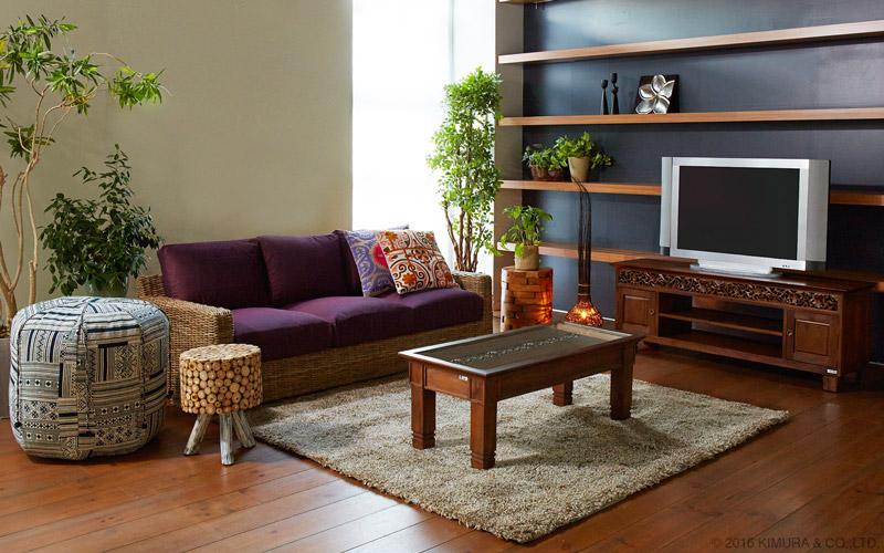毎日の生活をバリ島のエキゾチックな魅惑のアジアン空間に。アジアン家具@CBi(アクビィ)シリーズのセンターローテーブル。チークの無垢木を贅沢に使用し、テーブルの上部には手彫の彫刻を施した高級感溢れるデザインのテーブルです。