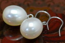 Best quality 8mm white drop freshwater pearl pierced earrings (possible earrings) ぷっくりかわいい drop pearl is 揺 れるてりってりつやつやの pick to and fro!