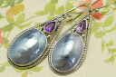 The chic blue which reflects light to オスメニア & amethyst pierced earrings metallic
