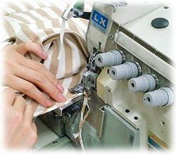 オーガニックコットンの縫製作業
