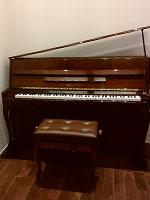 ヤマハピアノ L102