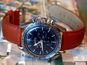 時計ベルトをモレラートのグラッフィックに交換したオメガ スピードマスター1stレプリカ