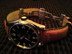 時計ベルトをモレラートのセザンヌに交換したオメガ レイルマスター