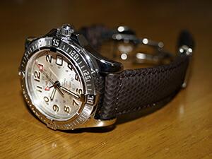時計ベルトをモレラートのクリケットに交換したブライトリング コルトGMT