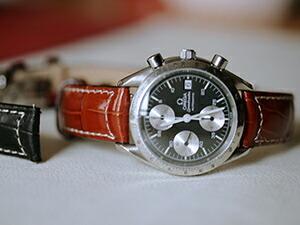 時計ベルトをモレラートのグットゥーゾに交換したオメガ スピードマスター1991