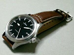 時計ベルトをモレラートのセザンヌに交換したSinn556
