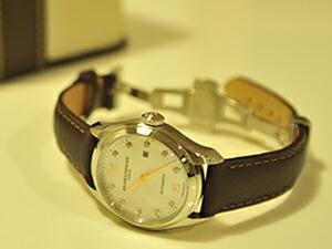 時計ベルトをモレラートのグラフィックに交換したBAUME&MERCIER
