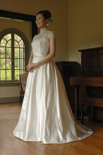 ベルラインの気品あふれる正統派ウエディングドレス